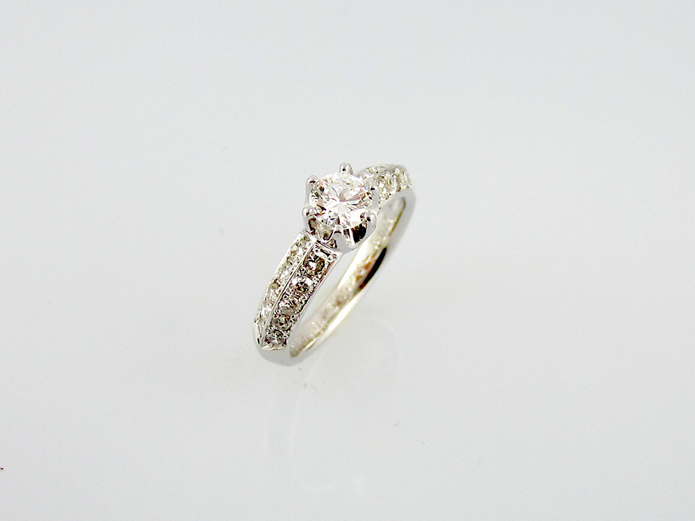 003ダイヤモンドとプラチナ