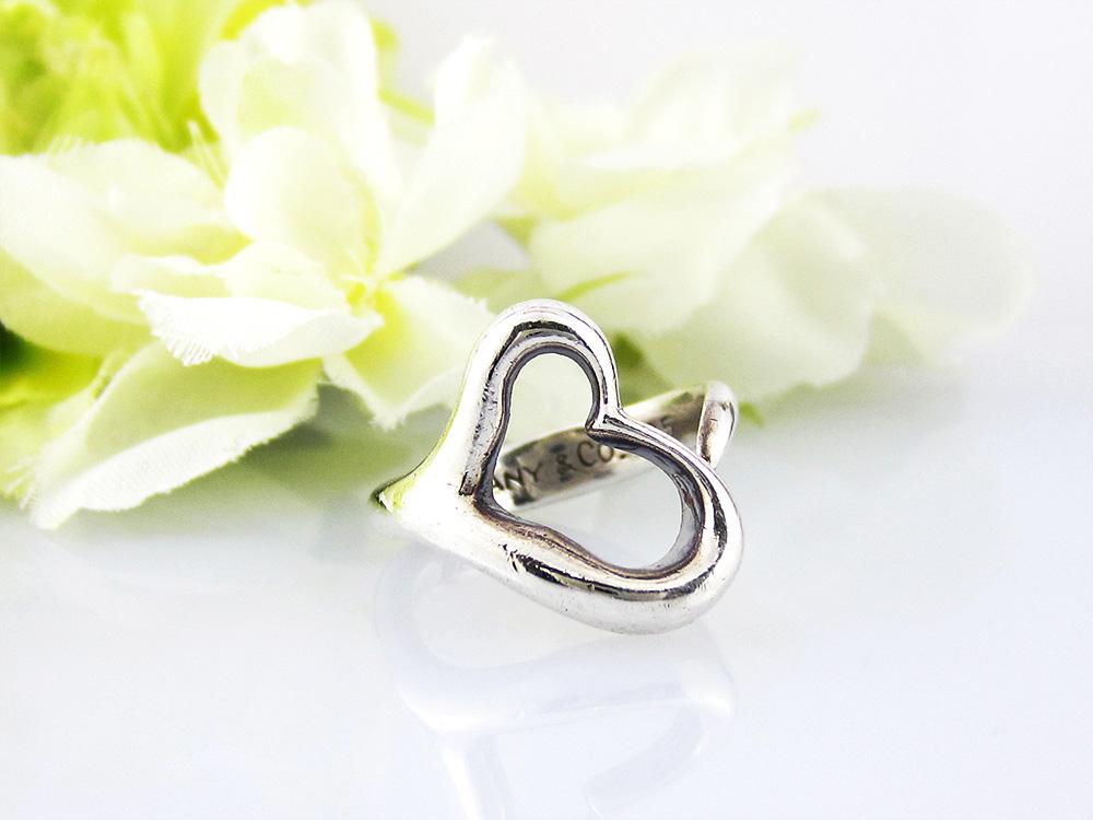 宝石とダイヤのリング
